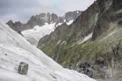 Paisagem alpina com montanhas e geleira Foto de Stock Royalty Free