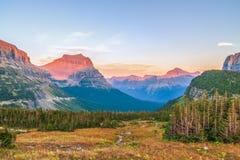 Paisagem alpina como visto da fuga escondida do lago Nacional da geleira fotografia de stock