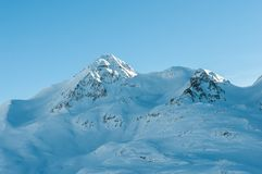 Paisagem alpina da montanha dos cumes ao longo do Bernina Foto de Stock
