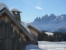 Paisagem alpina das dolomites com neve Trentino foto de stock