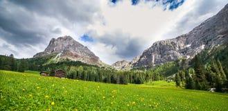 Paisagem alpina nas dolomites imagem de stock