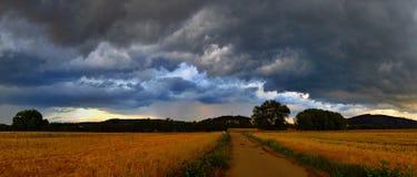 Paisagem - antes da tempestade Fotos de Stock Royalty Free