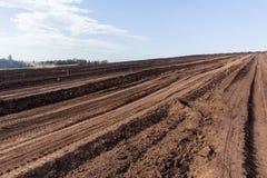 Paisagem arada do campo de exploração agrícola Foto de Stock Royalty Free