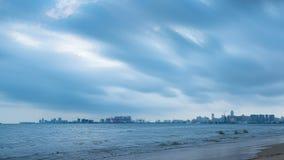 Paisagem arquitetónica da baía de Hainan Haikou video estoque