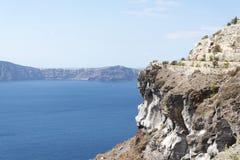 Paisagem arrebatadora que negligencia a ilha de Santorini, Grécia Imagens de Stock