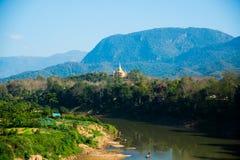 Paisagem As montanhas e o Mekong River verão laos Luang Prabang Imagens de Stock Royalty Free
