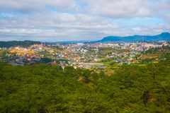 Paisagem As montanhas e os montes verão Vietname, Dalat Fotos de Stock