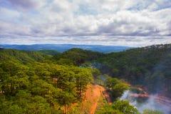 Paisagem As montanhas e os montes verão Vietname, Dalat Imagens de Stock Royalty Free