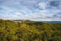 Paisagem As montanhas e os montes verão Vietname, Dalat Foto de Stock