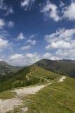 Paisagem austríaca com cumes fotos de stock royalty free