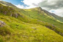Paisagem autêntica Kyle Glenshiel Hiking Trail das montanhas da natureza fotografia de stock
