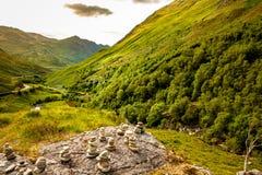 Paisagem autêntica Kyle Glenshiel Hiking Trail das montanhas da natureza imagem de stock