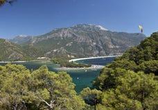 Paisagem azul da lagoa Imagem de Stock Royalty Free