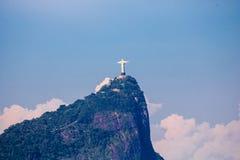 Paisagem bonita com floresta úmida, distrito da cidade Leblon, Ipanema, Botafogo, lagoa Rodrigo de Freitas e montanhas fotos de stock