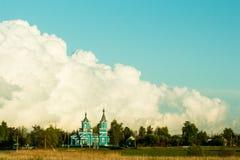 Paisagem bonita com a igreja velha do íntegro contra Imagem de Stock Royalty Free