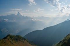 Paisagem bonita com montanha fotografia de stock royalty free