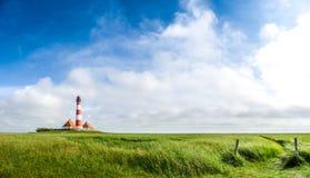 Paisagem bonita com o farol famoso de Westerheversand no th Imagem de Stock Royalty Free