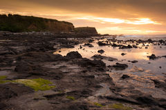 Paisagem bonita da baía em tempos do nascer do sol, ilha sul de Waikawa, Nova Zelândia Fotografia de Stock