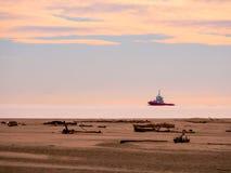 Paisagem bonita da costa de mar na maré baixa na estação do outono fotos de stock