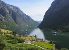 Paisagem bonita da montanha, do fiorde e dos ferrys, Noruega Foto de Stock Royalty Free