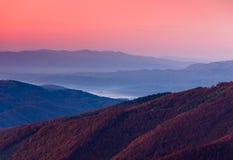 Paisagem bonita da montanha no alvorecer Fotos de Stock