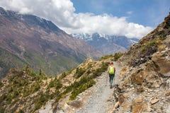 Paisagem bonita da montanha no passeio na montanha do circuito de Annapurna imagens de stock royalty free