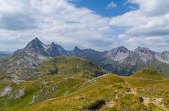 Paisagem bonita da montanha nos cumes de Lechtal, Tirol norte, Áustria Imagens de Stock