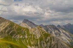 Paisagem bonita da montanha nos cumes de Lechtal, Tirol norte, Áustria Fotografia de Stock