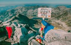 Paisagem bonita da montanha vista do pico de Peleaga no parque nacional Romênia de Retezat Fotografia de Stock
