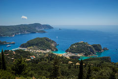 Paisagem bonita da praia de Paleokastritsa em Corfu Foto de Stock