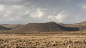 A paisagem bonita de Bolívia ao longo da estrada a La Paz, Bolívia imagem de stock
