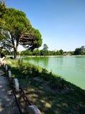 Paisagem bonita do lago no Madri, Espanha durante um dia ensolarado fotos de stock