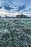 Paisagem bonita do nascer do sol de ruínas do convento no locat do campo Imagem de Stock Royalty Free