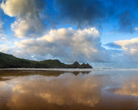 Paisagem bonita do nascer do sol do verão sobre o Sandy Beach amarelo Imagens de Stock Royalty Free