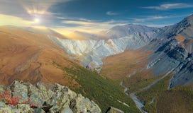 Paisagem bonita do outono, montanhas Rússia de Altai Foto de Stock