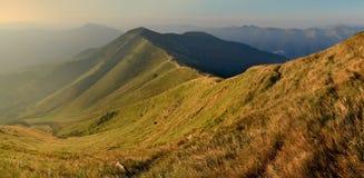 Paisagem bonita do outono nas montanhas imagem de stock
