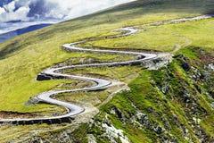 Paisagem bonita do verão com estrada de Transalpina Imagens de Stock