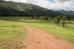 Paisagem bonita do verão com a estrada na montanha de Tailândia Fotografia de Stock