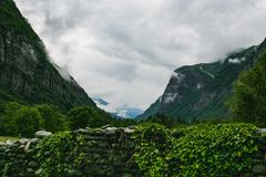 A paisagem bonita switzerland da natureza do maggia de valle imagens de stock royalty free