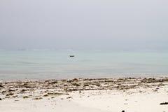 Paisagem branca das águas da praia e da turquesa Foto de Stock