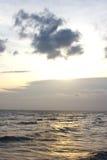 Paisagem brilhante do brilho do céu azul e do sol Imagens de Stock