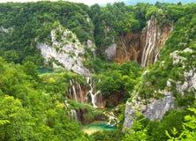 Paisagem cénico com cachoeiras. Foto de Stock
