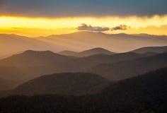 Paisagem cénico do sul da natureza das montanhas apalaches do por do sol azul do Parkway de Ridge Imagens de Stock
