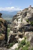 Paisagem cênico da montanha com vistas do monastério ortodoxo o Fotos de Stock
