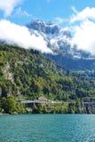 Paisagem cênico da montanha da lucerna do lago no vale suíço da faca Imagens de Stock