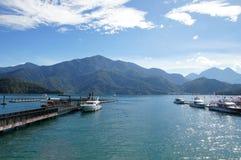 Paisagem cênico do mar e da montanha Imagem de Stock Royalty Free