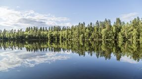 Paisagem calma bonita da lagoa de Finlandia Imagens de Stock Royalty Free