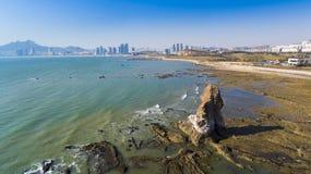Paisagem China da costa de Qingdao imagens de stock