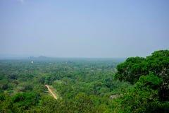Paisagem cingalesa - veja a rocha de Sigiriya do formulário, Sri Lanka, fotografia de stock royalty free