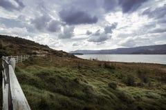 Paisagem colombiana do lago e das montanhas fotografia de stock
